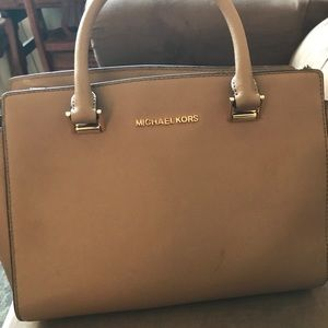 Michael kohrs purse & wallet